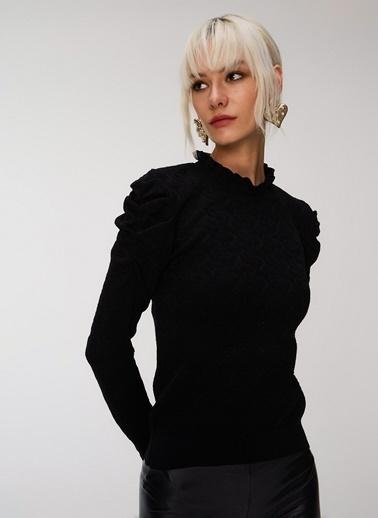 People By Fabrika Omuzları Büzgülü Triko Kazak Siyah